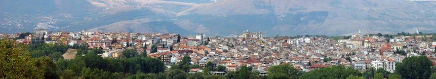 Panoramautsikt av Pratola Peligna, Italien Royaltyfri Fotografi