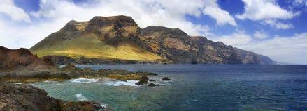 Panoramautsikt av Punta del Teno från ön av Tenerife Arkivbild