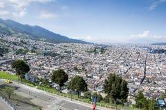 Panoramautsikt av Quitostaden, Ecuador Royaltyfri Bild