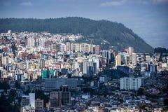 Panoramautsikt av Quitostaden, Ecuador Fotografering för Bildbyråer
