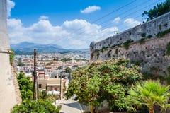 Panoramautsikt av Rethymno från Fortezza royaltyfria foton