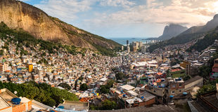 Panoramautsikt av Rio de Janeiro den Rocinha favelaen Royaltyfria Foton