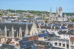 Panoramautsikt av Rouen från överkanten för Gros Horlogeklockatorn, Normandie arkivbild