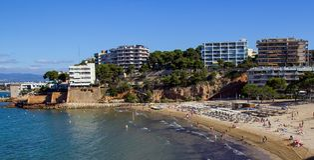 Panoramautsikt av Salou, Spanien, huvudsaklig strand Arkivbilder