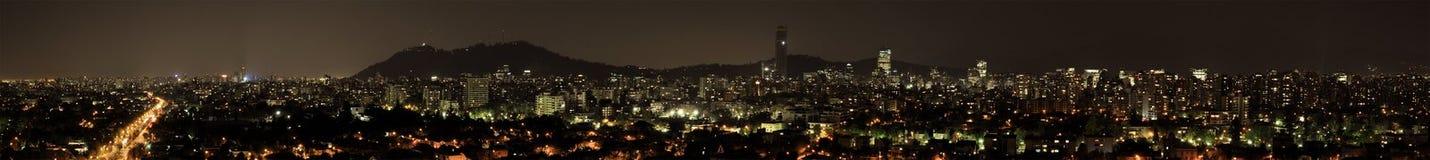Panoramautsikt av Santiago på natten. Royaltyfria Foton