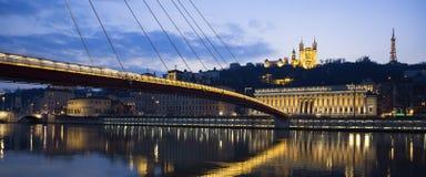 Panoramautsikt av Saone River på Lyon vid natt Arkivfoto