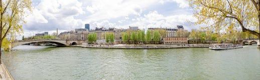 Panoramautsikt av Seinet River i Paris Royaltyfria Bilder