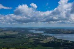 Panoramautsikt av sjöar Ryssland, Ural, Bashkortostan Royaltyfria Bilder