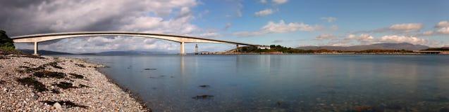 Panoramautsikt av Skye Bridge & x28en; Ö av Skye, Scotland& x29; Royaltyfria Foton