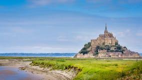 Panoramautsikt av slotten för Le Mont Saint Michel royaltyfri fotografi