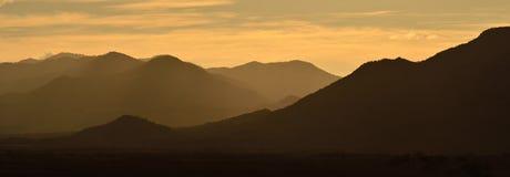 Panoramautsikt av solnedgången över bergen av Mexico Royaltyfria Bilder