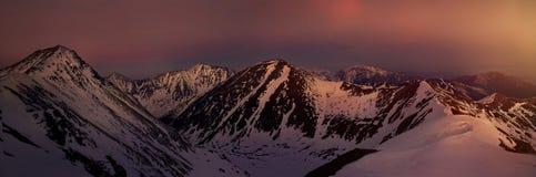 Panoramautsikt av solnedgången på det västra tatraberget Royaltyfria Foton