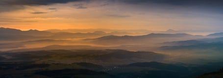 Panoramautsikt av soluppgång i det Tatra berget Royaltyfria Foton