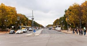 Panoramautsikt av Srtasse des 17 Juni i Belin Royaltyfri Fotografi