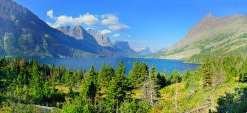 Panoramautsikt av St Mary sjön i glaciärnationalpark Fotografering för Bildbyråer