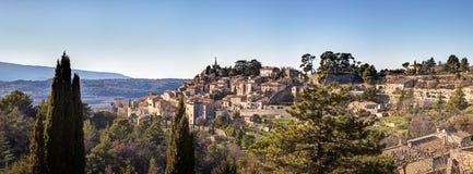 Panoramautsikt av staden av Bonnieux - Luberon - Frankrike Arkivfoton