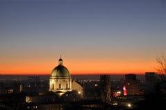 Panoramautsikt av staden av Brescia med ljuset av solarna Royaltyfri Fotografi