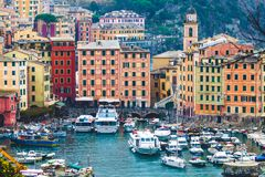 Panoramautsikt av staden av Camogli, Italien Arkivfoton