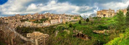 Panoramautsikt av staden Enna, Sicilien arkivbilder