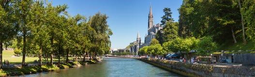 Panoramautsikt av staden Lourdes - fristaden av vår dam av Lourdes Royaltyfria Bilder