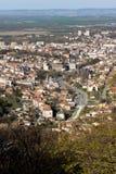Panoramautsikt av staden av Shumen, Bulgarien royaltyfri bild