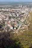 Panoramautsikt av staden av Shumen, Bulgarien royaltyfri foto