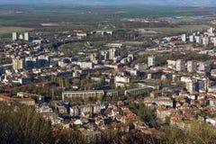 Panoramautsikt av staden av Shumen, Bulgarien royaltyfria bilder