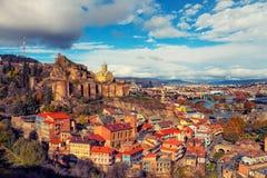 Panoramautsikt av Tbilisi på solnedgången Arkivbilder