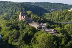 Panoramautsikt av tillståndet Art Gallery Boris Denev i stad av Veliko Tarnovo, Bulgarien royaltyfri fotografi