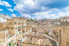 Panoramautsikt av typiska stenar Sassi di Matera och kyrkan av Matera 2019, huvudstad av Europa kultur 2019 royaltyfri fotografi
