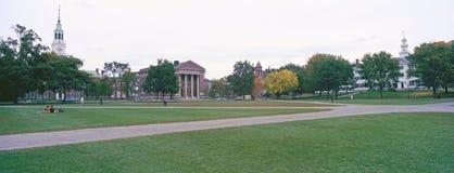 Panoramautsikt av universitetsområdet av den Dartmouth högskolan i Hannover, New Hampshire arkivbilder
