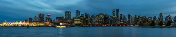 Panoramautsikt av Vancouver, Kanada, Oktober 12 2016 Nattligh Royaltyfri Bild