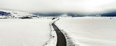Panoramautsikt av vinterlandskapet som täckas med snö Royaltyfria Foton