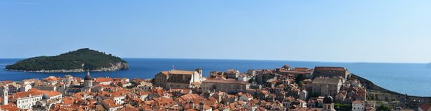 Panoramautsikt Dubrovnik och Lokrum arkivbild