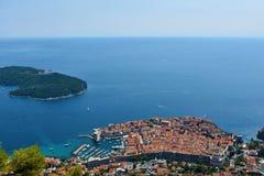 Panoramautsikt Dubrovnik och Lokrum fotografering för bildbyråer