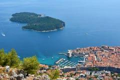 Panoramautsikt Dubrovnik och Lokrum royaltyfri bild