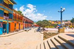Panoramautsikt för huvudsaklig fyrkant i Raquira Colombia Arkivbild