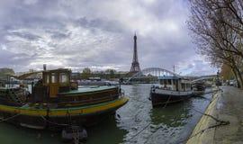 panoramautsikt för 14 mpx av Eiffeltorn och Passerellen Debilly Royaltyfri Bild