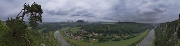 Panoramautsikt från Bastei över den Elbe dalen Royaltyfri Foto
