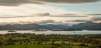 Panoramautsikt från den Duncryne kullen över Loch Lomond Fotografering för Bildbyråer