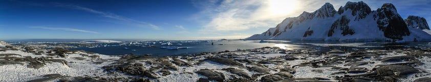 Panoramautsikt från den Pléneau ön, Antarktis Royaltyfria Foton