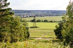 Panoramautsikt från en hög poäng till fälten fotografering för bildbyråer