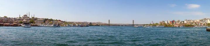 Panoramautsikt från Galata Brigde, Istanbul, Turkiet Arkivbild