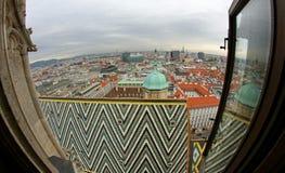 Panoramautsikt från kyrktorn av Sts Stephen domkyrka i VI Royaltyfria Bilder