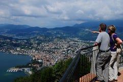 Panoramautsikt från monteringen Bré till staden av Lugano i Ticino royaltyfria foton