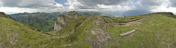 Panoramautsikt från Niederhorn, sikt av schweiziska fjällängar switzerland Fotografering för Bildbyråer