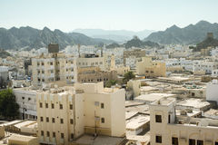 Panoramautsikt från ovannämnt av den gamla staden för Muscat ` s, Oman arkivbild