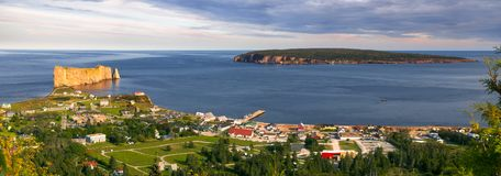 Panoramautsikt i Perce Quebec Royaltyfri Fotografi