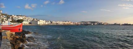 Panoramautsikt längs strand på den grekiska ön Mykonos Arkivfoto