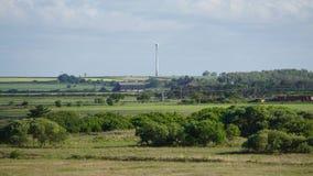 Panoramautsikt med vindturbinen i mitt Fotografering för Bildbyråer